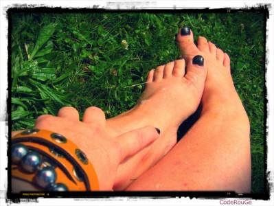 Une femme pieds nu pour vous