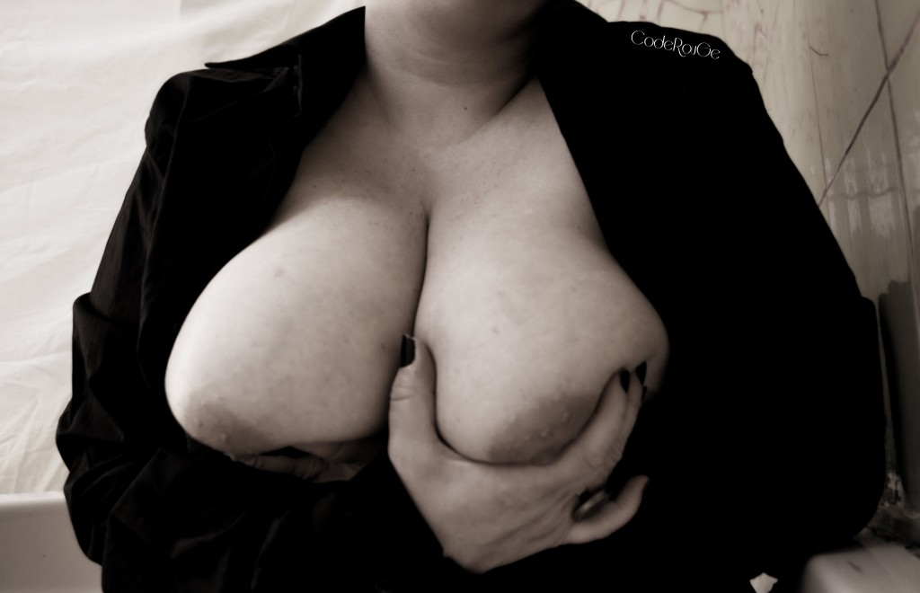 Redcode et ses gros seins