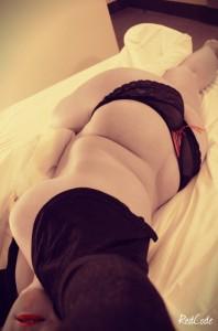 Etendue sur le lit de l'Hotel